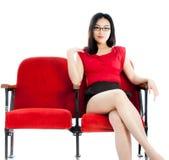 Fille asiatique attirante 20s au fond de blanc d'isolat de théâtre Photos stock