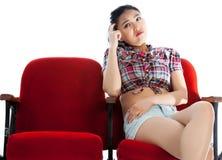Fille asiatique attirante 20s au fond de blanc d'isolat de théâtre Photos libres de droits