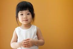 Fille asiatique d'enfant de chéri Images stock