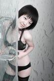 Fille asiatique dans la salle de bains Images stock