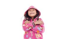 Fille asiatique dans la veste avec le capot sur le blanc Photographie stock libre de droits