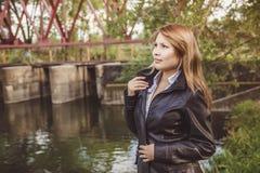 Fille asiatique dans la veste en cuir Photographie stock libre de droits