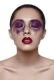 Fille asiatique de beauté avec le maquillage pourpre Photos libres de droits