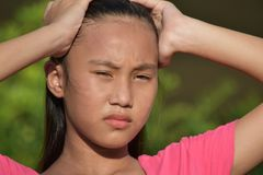 Fille asiatique et confusion photographie stock