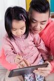 Fille asiatique et son papa photos libres de droits