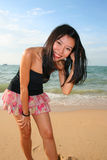 Fille asiatique sur une plage en Thaïlande. photo libre de droits