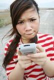 Fille asiatique utilisant son PDA Images libres de droits