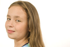 Fille assez de neuf ans regardant l'appareil-photo Photo stock