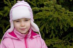 Fille assez jeune dans la forêt Photos stock