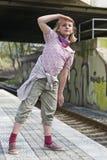 Fille attendant le train Images stock