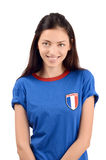 Fille attirante avec le drapeau de Frances sur son T-shirt bleu Photos libres de droits