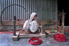 fille attirante regardant l'appareil-photo Image libre de droits
