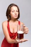 Fille avec de la bière Images libres de droits