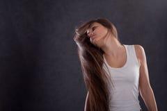 Fille avec de longs poils Photos libres de droits