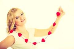Fille avec de petits coeurs rouges Photo stock