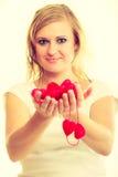 Fille avec de petits coeurs rouges Photos libres de droits