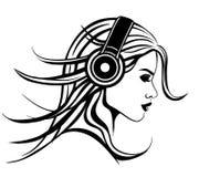 Fille avec des écouteurs Photos libres de droits