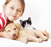 Fille avec des animaux familiers Photo libre de droits