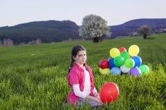 Fille avec des ballons image stock
