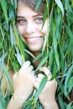 Fille avec des branchements de saule Photo stock