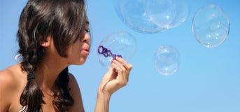 Fille avec des bulles Photographie stock libre de droits