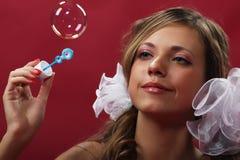 Fille avec des bulles de savon photos libres de droits