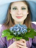 Fille avec des fleurs Photographie stock