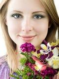 Fille avec des fleurs Image libre de droits