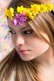 Fille avec des fleurs sur la tête Images libres de droits