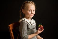 Fille avec des gâteaux Photo stock