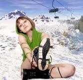 Fille avec des gaines de snowboard Images libres de droits