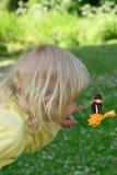 Fille avec des guindineaux Image libre de droits