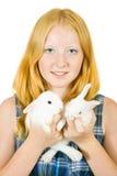 Fille avec des lapins d'animal familier Image stock