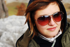 Fille avec des lunettes de soleil Photo libre de droits