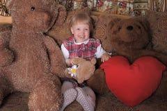 Fille avec des ours de jouet Photographie stock libre de droits