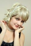 Fille avec des perles Photographie stock