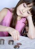 Fille avec des pièces de monnaie Image libre de droits