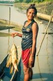 Fille avec des poissons Photos libres de droits