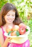Fille avec des pommes Images stock