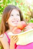 Fille avec des pommes Photographie stock libre de droits