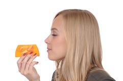 Fille avec du savon Image stock
