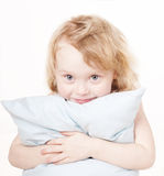 Fille avec l'oreiller Photo stock