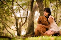 Fille avec l'ours Image libre de droits