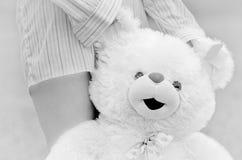 Fille avec l'ours de nounours images libres de droits