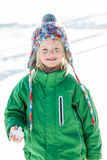 Fille avec la boule de neige à disposition Photo stock