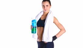 Fille avec la bouteille dans des mains après sport Photos stock