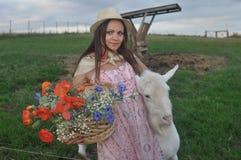 Fille avec la chèvre Images stock