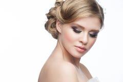 Fille avec la coiffure et le maquillage Photo stock