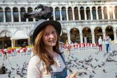 Fille avec la colombe Images libres de droits