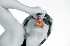 Fille avec la crevette photo stock